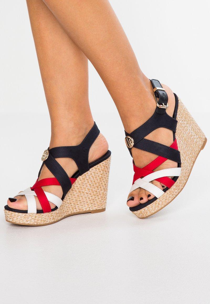 Tommy Hilfiger - ICONIC ELENA HARDWARE - Sandaler med høye hæler - red