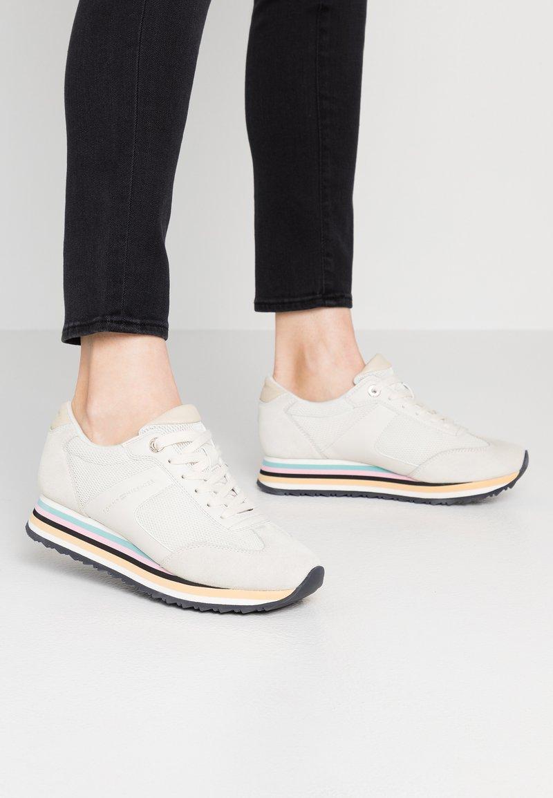 Tommy Hilfiger - STRIPE RETRO  - Sneakers - white