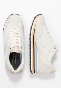Tommy Hilfiger - STRIPE RETRO  - Sneakers - white - 3