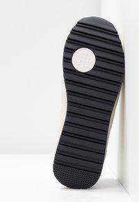 Tommy Hilfiger - STRIPE RETRO  - Sneakers - white - 6