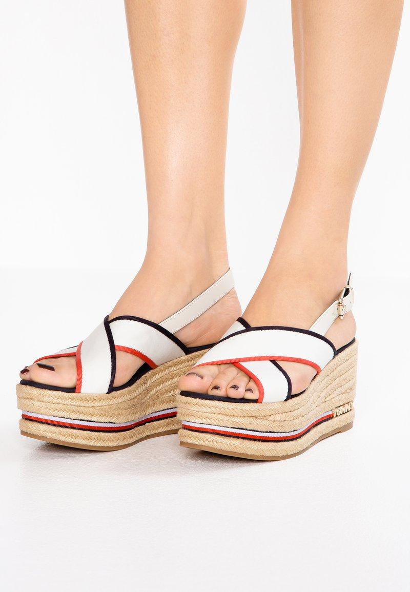 Tommy Hilfiger - FLATFORM CORPORATE RIBBON - Korkeakorkoiset sandaalit - white
