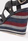 Tommy Hilfiger - RAFFIA WEDGE  - High Heel Sandalette - blue