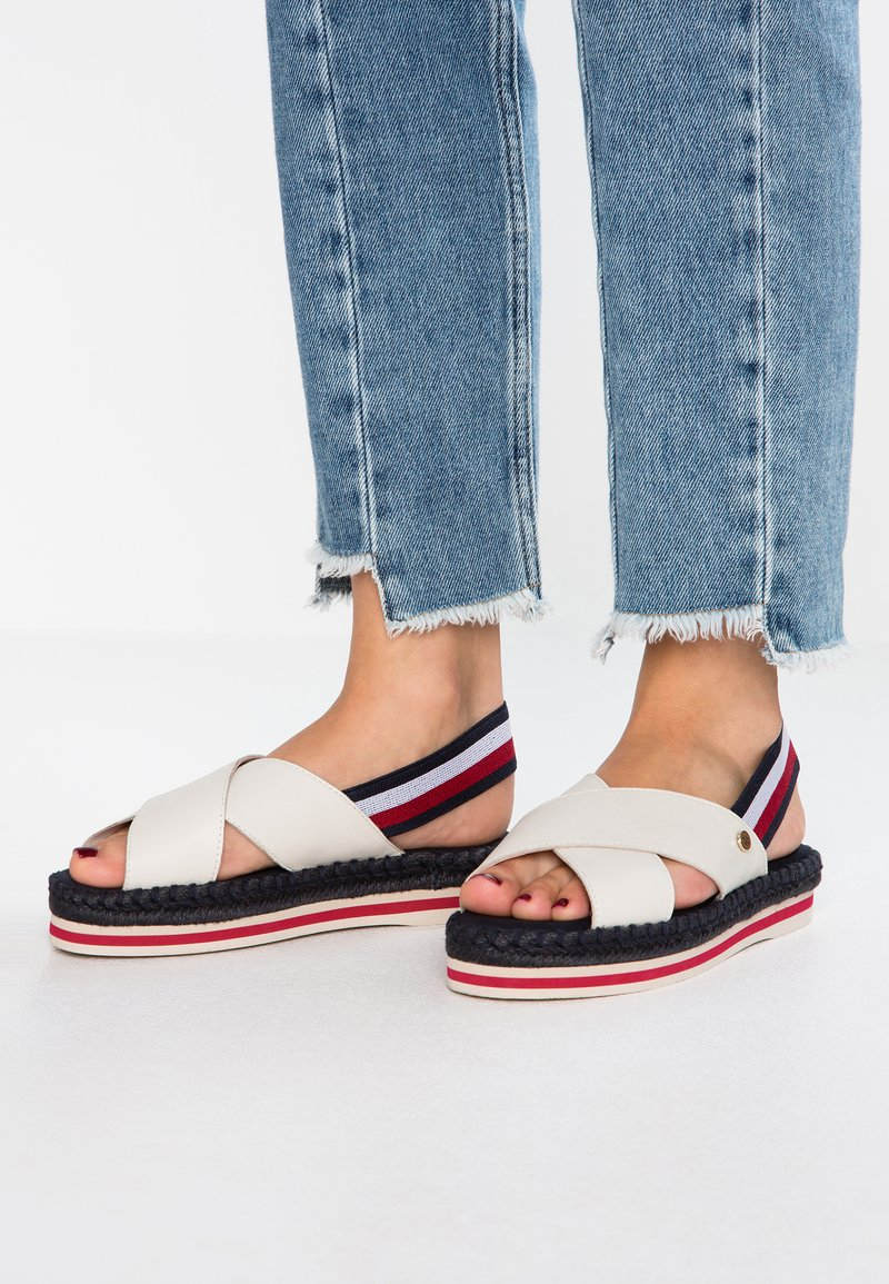 Tommy Hilfiger - COLORFUL FLAT - Plateausandalette - white