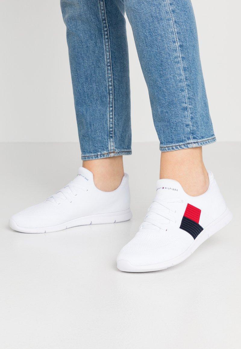 Tommy Hilfiger - FLAG LIGHT  - Sneaker low - white