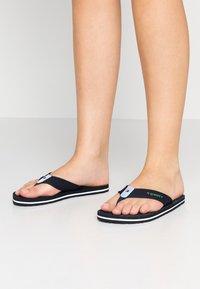 Tommy Hilfiger - IRIDESCENT DETAIL BEACH  - Sandály s odděleným palcem - blue - 0