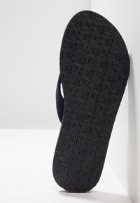 Tommy Hilfiger - IRIDESCENT DETAIL BEACH  - Sandály s odděleným palcem - blue - 6