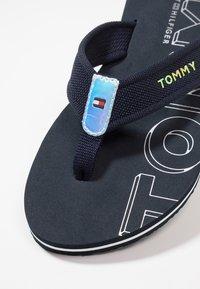 Tommy Hilfiger - IRIDESCENT DETAIL BEACH  - Sandály s odděleným palcem - blue - 2
