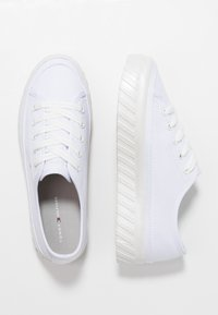 Tommy Hilfiger - OUTSOLE DETAIL FLATFORM - Trainers - white - 3