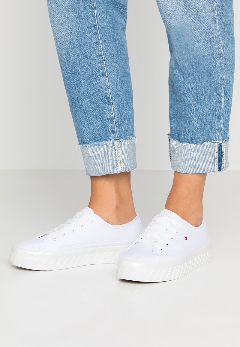 Tommy Hilfiger - OUTSOLE DETAIL FLATFORM - Trainers - white