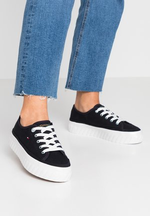 OUTSOLE DETAIL FLATFORM - Sneakers laag - blue
