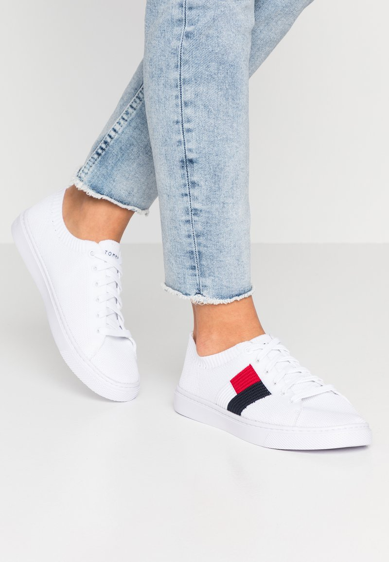 Tommy Hilfiger - FLAG LIGHTWEIGHT  - Baskets basses - white