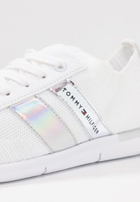 Tommy Hilfiger - CORPORATE DETAIL LIGHT  - Sneakers basse - white - 2