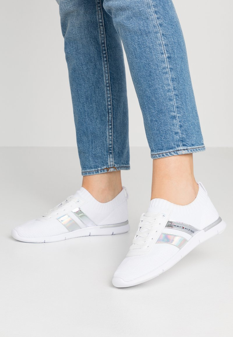 Tommy Hilfiger - CORPORATE DETAIL LIGHT  - Sneakers basse - white