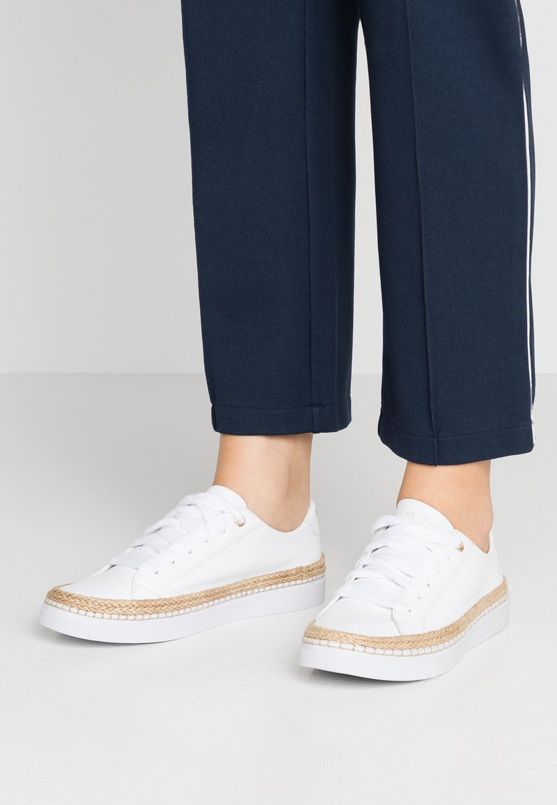 Tommy Hilfiger - CITY - Trainers - white