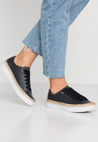 Tommy Hilfiger - CITY - Sneakers basse - blue - 0
