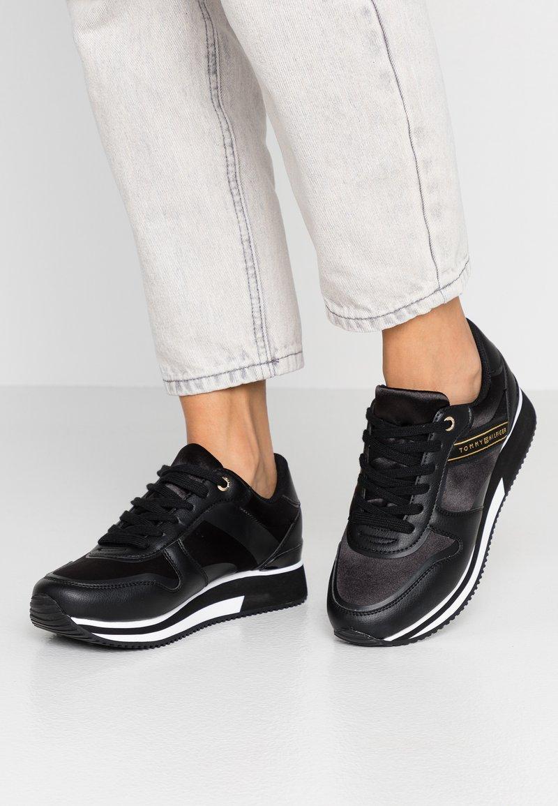 Tommy Hilfiger - ACTIVE CITY  - Sneaker low - black