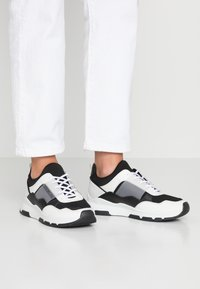 Tommy Hilfiger - LIFESTYLE - Trainers - white - 0