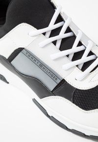 Tommy Hilfiger - LIFESTYLE - Trainers - white - 2