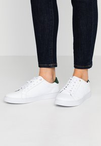 Tommy Hilfiger - TOMMY LACE UP CASUAL  - Trainers - white - 0