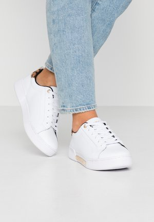 BRANDED LEO PRINT - Trainers - white