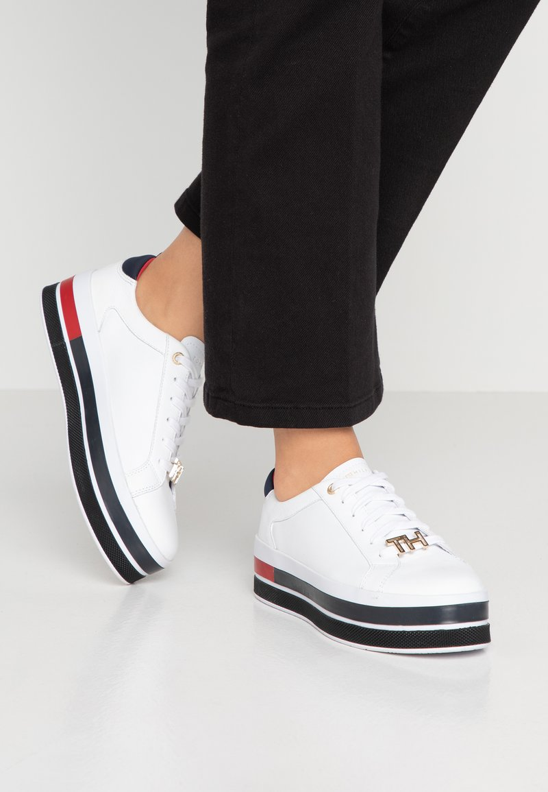Tommy Hilfiger - TH HARDWARE FLATFORM - Sneakers basse - white