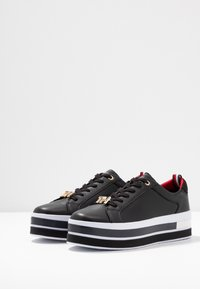 Tommy Hilfiger - TH HARDWARE FLATFORM - Joggesko - black - 4