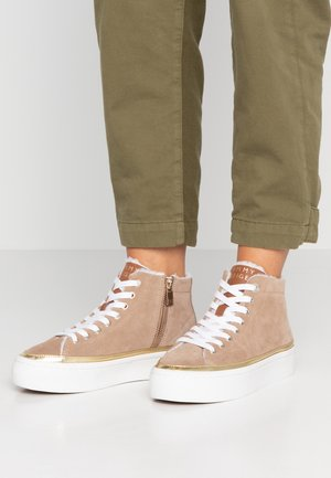 MIDCUT COSY SUEDE - High-top trainers - brown