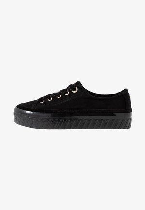 VELVET LACE FLATFORM - Sneakersy niskie - black