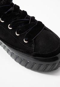 Tommy Hilfiger - VELVET LACE FLATFORM - Sneakers - black - 2