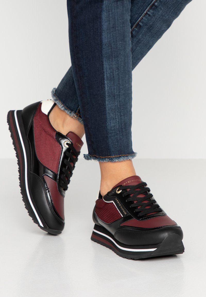 Tommy Hilfiger - TOMMY RETRO BRANDED  - Trainers - bordeaux