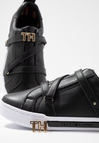 Tommy Hilfiger - BRANDED TH HARDWARE  - Sneakers - black - 7