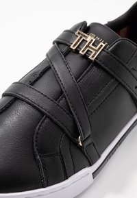 Tommy Hilfiger - BRANDED TH HARDWARE  - Sneakers - black - 2
