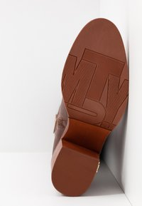 Tommy Hilfiger - MONO COLOR LONGBOOT - High heeled boots - brown - 6