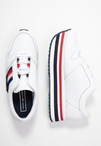 Tommy Hilfiger - TOMMY CUSTOMIZE FLATFORM SNEAKER - Trainers - white - 3