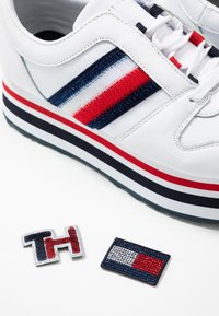 Tommy Hilfiger - TOMMY CUSTOMIZE FLATFORM SNEAKER - Trainers - white - 7