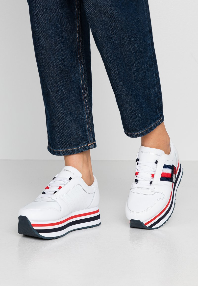 Tommy Hilfiger - TOMMY CUSTOMIZE FLATFORM SNEAKER - Trainers - white