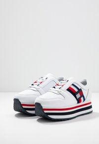 Tommy Hilfiger - TOMMY CUSTOMIZE FLATFORM SNEAKER - Trainers - white - 4