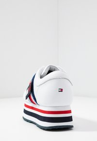 Tommy Hilfiger - TOMMY CUSTOMIZE FLATFORM SNEAKER - Trainers - white - 5