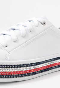 Tommy Hilfiger - TOMMY JEWELED SNEAKER - Joggesko - white - 2