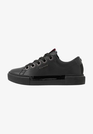 LEATHER ELEVATED TOMMY SNEAKER - Tenisky - black