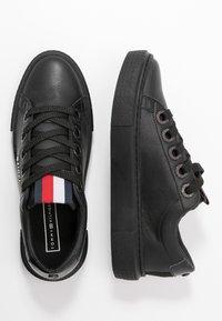 Tommy Hilfiger - LEATHER ELEVATED TOMMY SNEAKER - Sneakersy niskie - black - 3