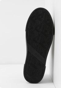 Tommy Hilfiger - LEATHER ELEVATED TOMMY SNEAKER - Sneakersy niskie - black - 6