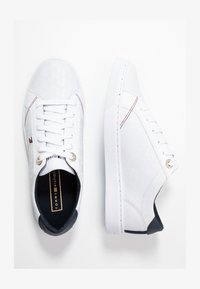Tommy Hilfiger - TOMMY JACQUARD LEATHER SNEAKER - Sneakersy niskie - white - 1