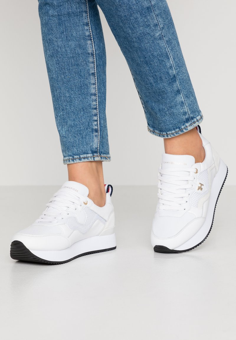 Tommy Hilfiger - TOMMY DRESS CITY SNEAKER - Baskets basses - white