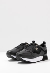 Tommy Hilfiger - TOMMY DRESS CITY SNEAKER - Sneaker low - black - 4