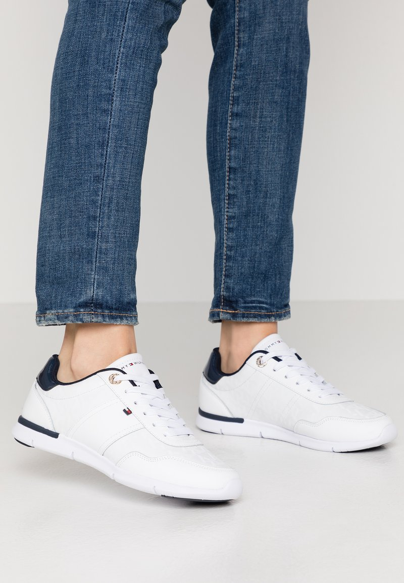Tommy Hilfiger - TOMMY JACQUARD LIGHT SNEAKER - Trainers - white