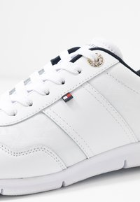 Tommy Hilfiger - TOMMY JACQUARD LIGHT SNEAKER - Trainers - white - 2