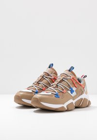 Tommy Hilfiger - CITY VOYAGER CHUNKY SNEAKER - Sneakersy niskie - classic khaki - 4