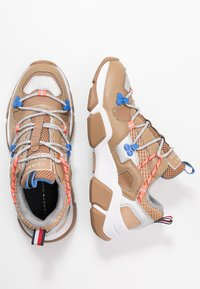 Tommy Hilfiger - CITY VOYAGER CHUNKY SNEAKER - Sneakersy niskie - classic khaki - 3