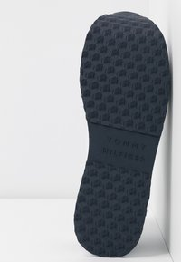 Tommy Hilfiger - TOMMY JACQUARD FLATFORM SNEAKER - Sneakers laag - white - 6